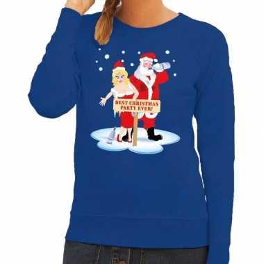 Foute kersttrui blauw met een dronken kerstman en zijn vrouw voor dam